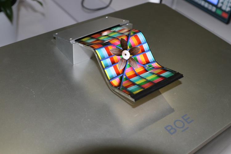 """Huawei и BOE могут выпустить складной смартфон с огромным дисплеем"""""""