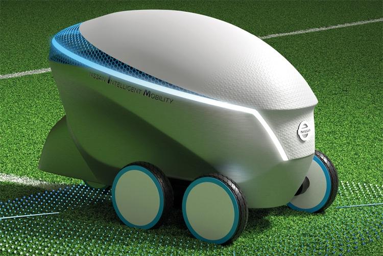 """Робот Nissan Pitch-R с автопилотом рисует футбольные поля"""""""