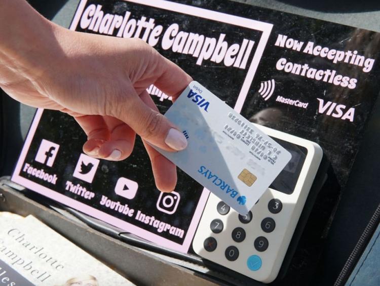 Бесконтактные терминалы iZettle принимают платежи с карт, смартфонов и «умных часов»