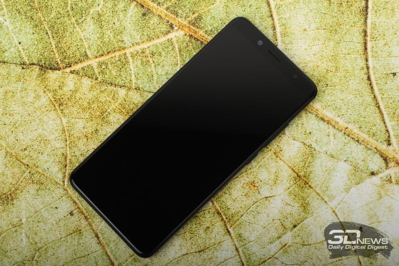 Xiaomi Redmi Note 5, лицевая панель: над дисплеем – фронтальная камера, датчик освещения, вспышка, разговорный динамик и индикатор состояния