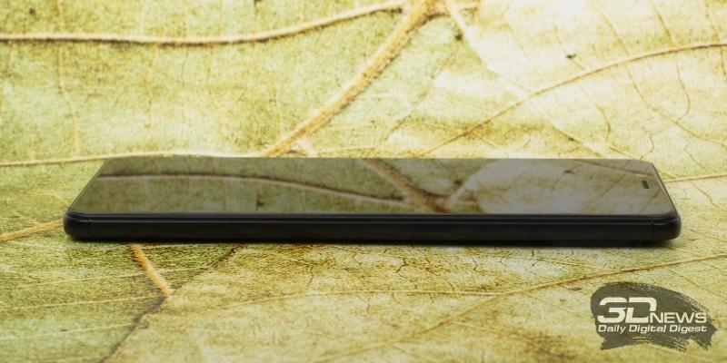 Xiaomi Redmi Note 5, правая грань: клавиши включения и регулировки громкости/спуска затвора камеры