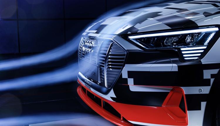 """Электрокар Audi e-tron получит виртуальные зеркала заднего вида"""""""