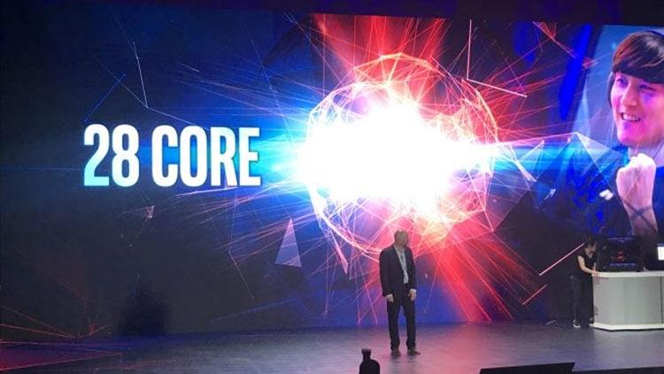"""Intel показала 28-ядерный 5-ГГц процессор и выпустит его в конце года"""""""