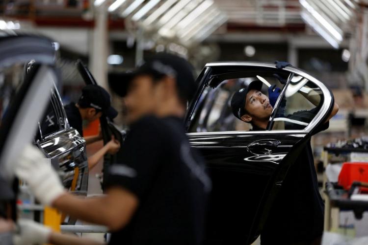"""Переход на выпуск электромобилей грозит немецкому автопрому потерей 75 тысяч рабочих мест"""""""