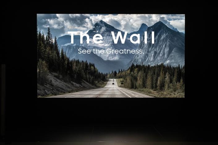 "Samsung открыла предзаказ на модульный MicroLED-телевизор The Wall"""
