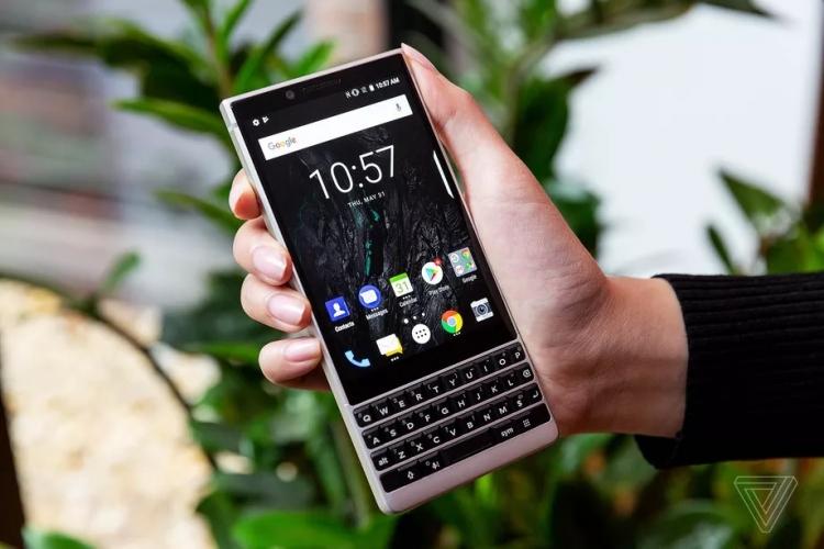 """Дебют смартфона BlackBerry KEY2: хорошо знакомый QWERTY-середнячок по цене флагмана"""""""