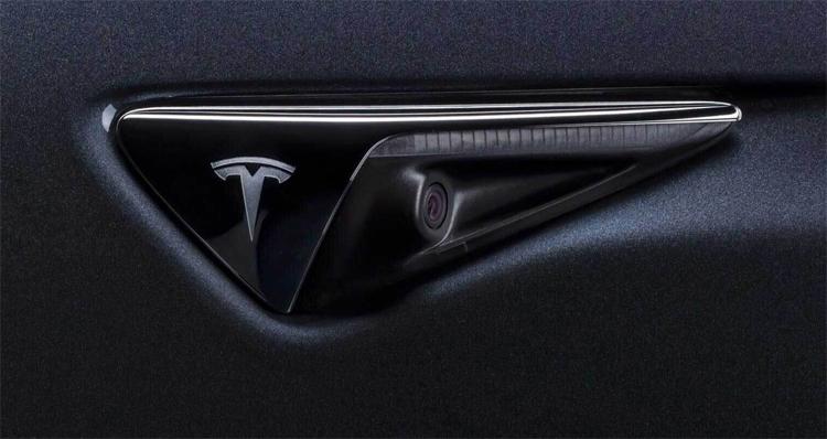"""Tesla начнёт внедрение полноценного автопилота в августе"""""""