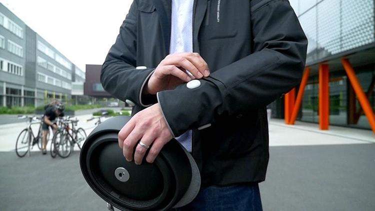Ford представил умную куртку для велосипедистов