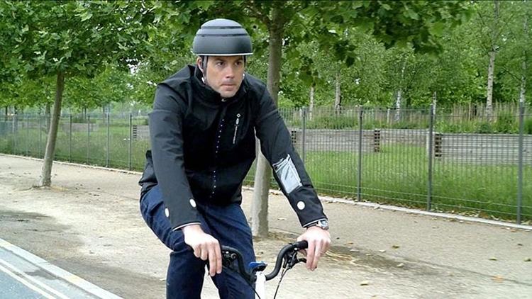 """«Умная» куртка Ford сделает езду на велосипеде в городе более безопасной"""""""