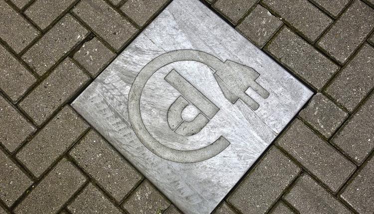 """Парковки для владельцев электромобилей в России предложено сделать бесплатными"""""""