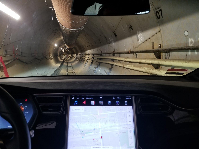 Boring Company испытала Model X в своём тоннеле под Лос-Анджелесом