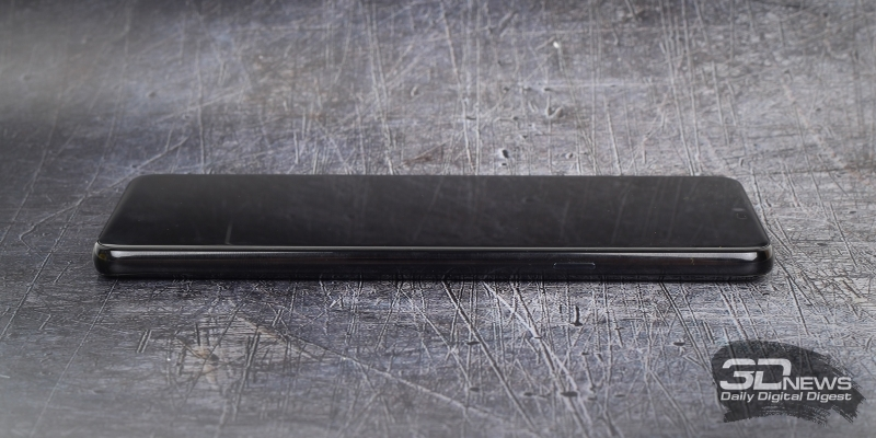 LG G7 ThinQ, правая грань: клавиша включения