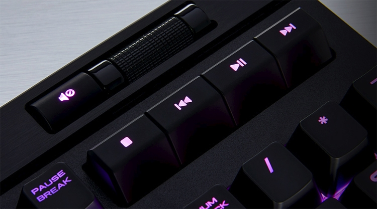 """Corsair Strafe RGB MK.2: механическая клавиатура с подсветкой и упором для рук"""""""