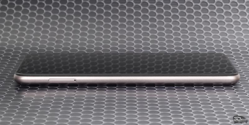 ASUS Zenfone Max Pro (M1), левая грань: слот для SIM-карт и карты памяти