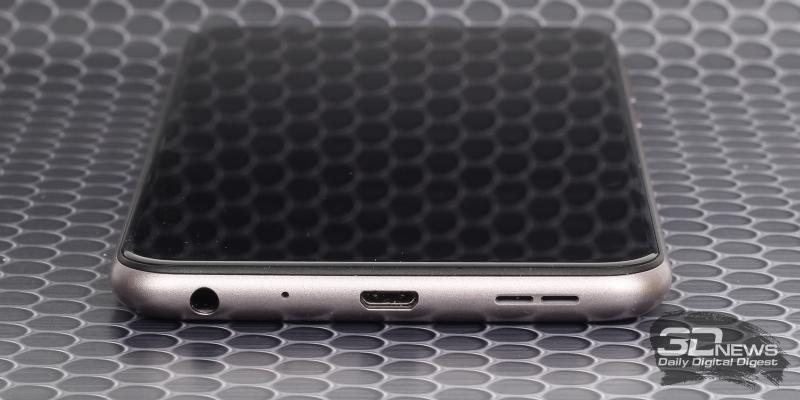 ASUS Zenfone Max Pro (M1), нижняя грань: порт microUSB, основной динамик, микрофон