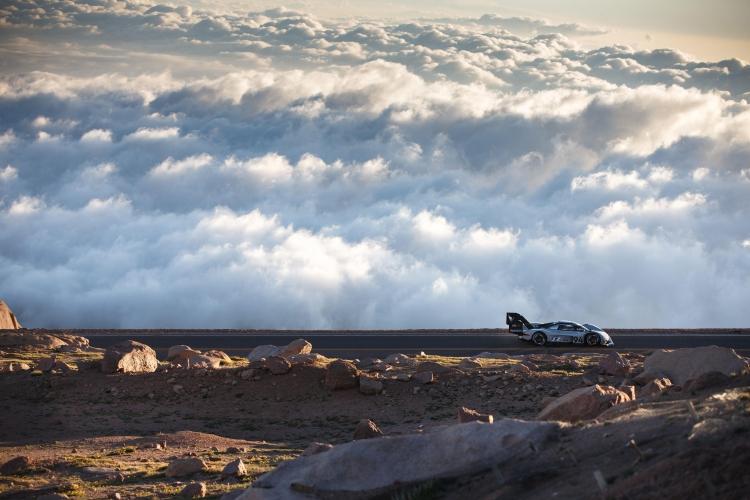 "Электромобиль Volkswagen I.D. R Pikes Peak установил рекорд горной трассы Пайкс-Пик"""