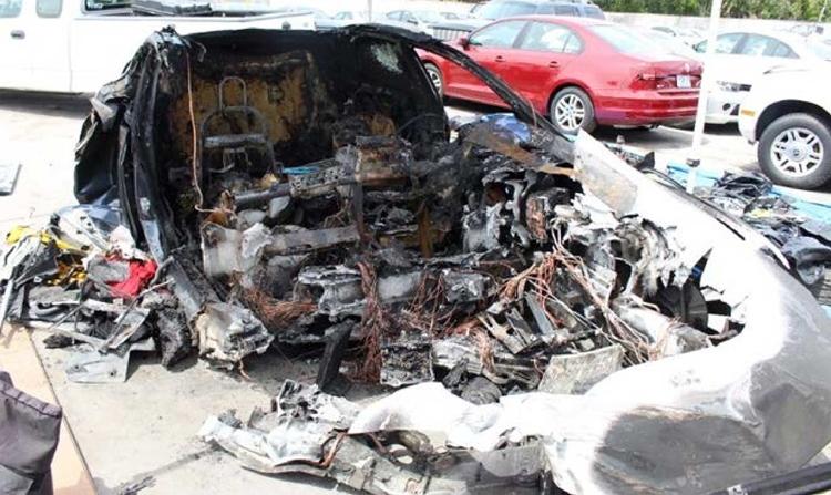 """Пожарные трижды тушили Tesla Model S после ДТП"""""""