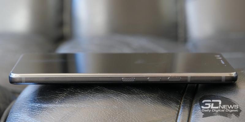 HTC U12+, права грань: клавиши регулировки громкости и включения аппарата
