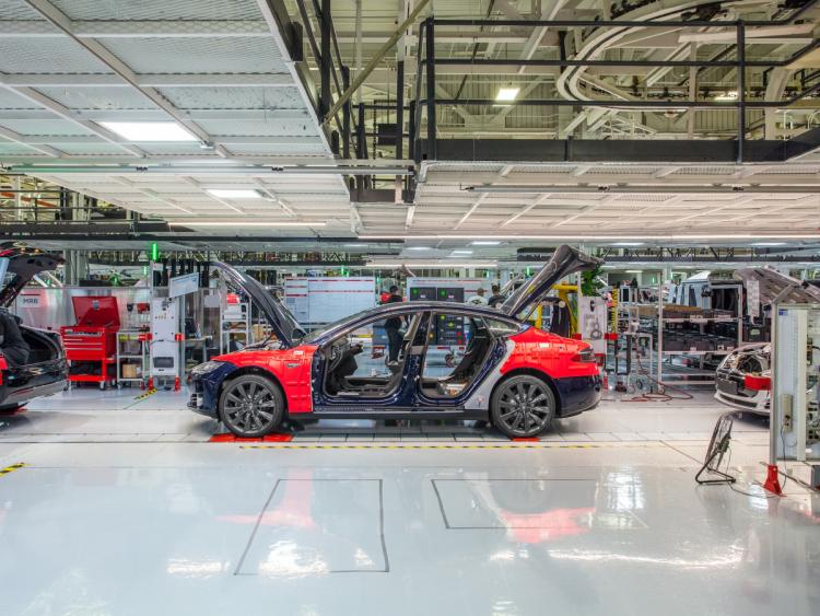 """На заводе Tesla в Фримонте открыли третье расследование"""""""