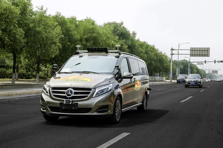 """Самоуправляемые автомобили Mercedes-Benz выедут на дороги Пекина"""""""