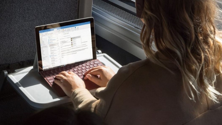 """Microsoft представила планшет Surface Go стоимостью от $399"""""""