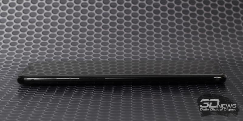 OnePlus 6, левая грань: клавиша регулировки громкости/спуска завтора камеры и слот для двух nano-SIM