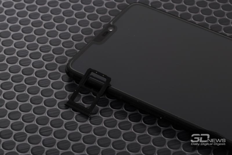OnePlus 6, слот для двух карточек стандарта nano-SIM