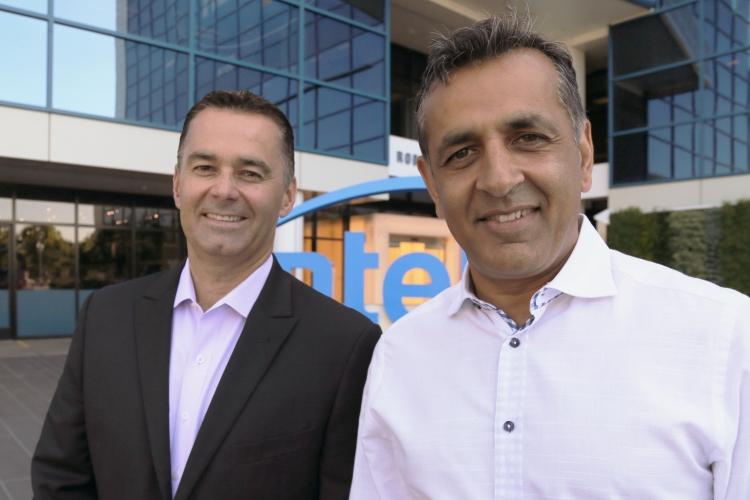 Вице-президент и руководитель подразделения программируемых решений Intel Дэн Макнамара (Dan McNamara) и исполнительный директор eASIC Ронни Васишта (Ronnie Vasishta)