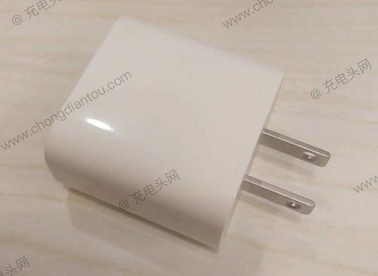 Прототип 18-ваттного зарядного устройства для iPhone 2018-го модельного года