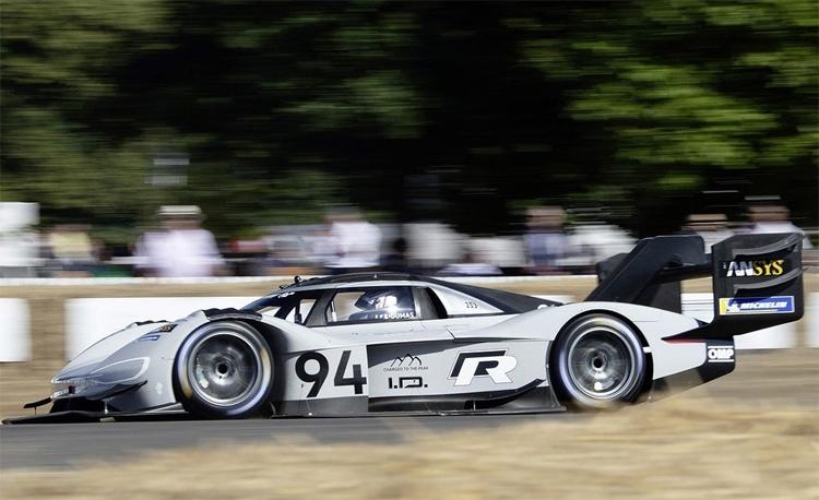 Электрокар Volkswagen I.D. R Pikes Peak установил рекорд на фестивале скорости