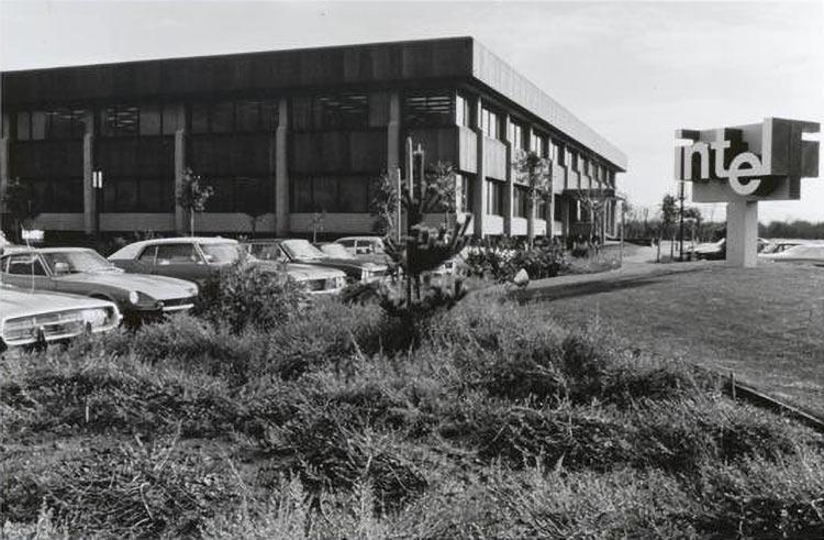 """Гордон Мур рассказал, как была учреждена Intel 50 лет назад"""""""