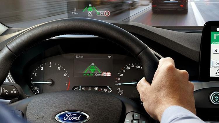 """В Ford создан проекционный дисплей с улучшенными характеристиками"""""""