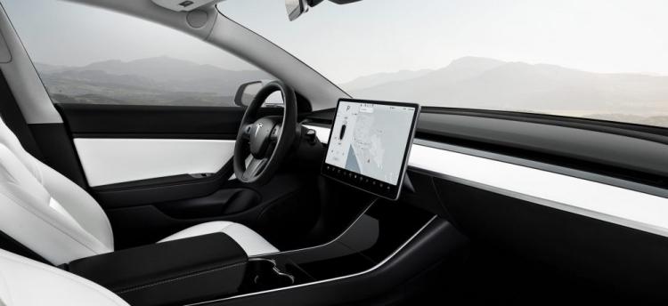 """Tesla предложила белый вариант салона для всех полноприводных Model 3"""""""