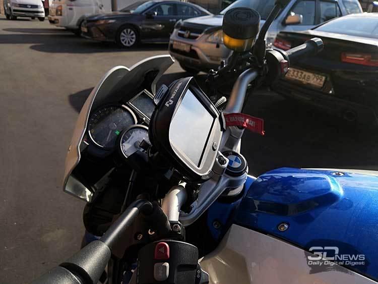 """Навигатор Neoline Moto 2 для мотоцикла не боится ни дождя, ни пыльной бури"""""""
