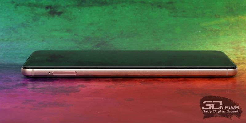 BQ Universe, левая грань: слот для двух nano-SIM и одной карты памяти microSD