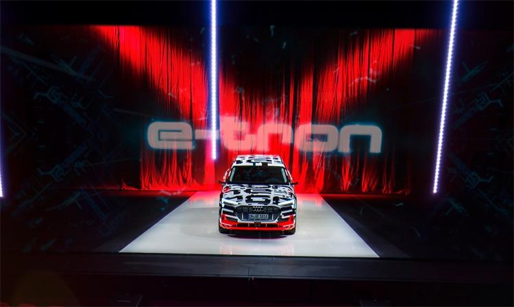 """Audi определилась со сроками анонса электрического кроссовера e-tron"""""""