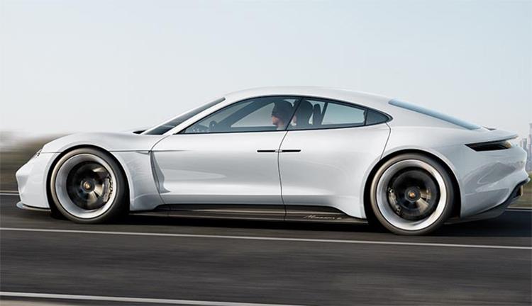 """Мощность электрокара Porsche Taycan достигает 600 лошадиных сил"""""""