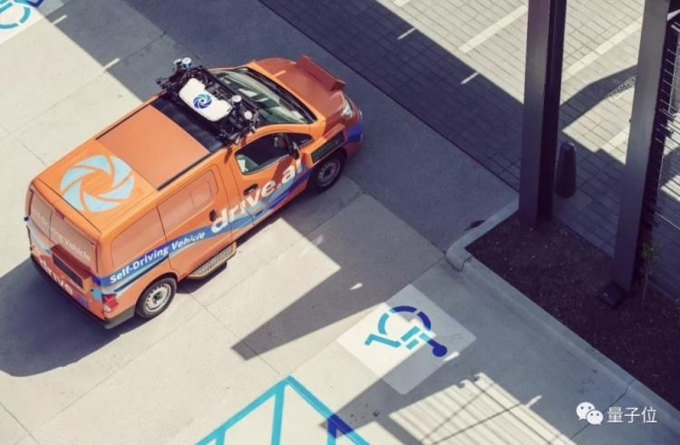 """В Техасе появились робомобили Drive.ai со светодиодными экранами"""""""