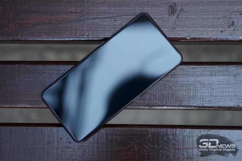 Vivo NEX, лицевая панель: не удивляйтесь, на ней действительно не видно функциональных элементов – ее заполняет экран почти целиком, датчики незаметны