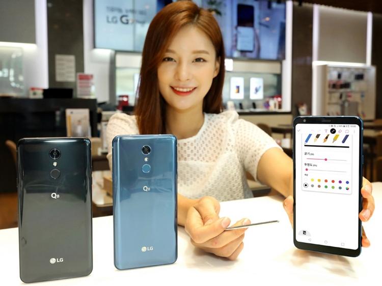 Представлен защищенный смартфон LG Q8 (2018)
