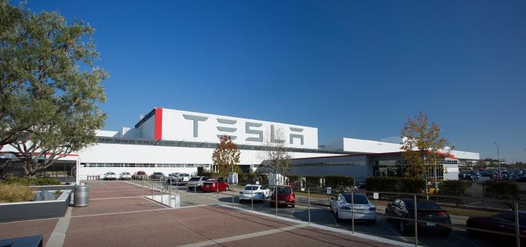 """Илон Маск намерен сделать Tesla частной компанией стоимостью $82 млрд"""""""