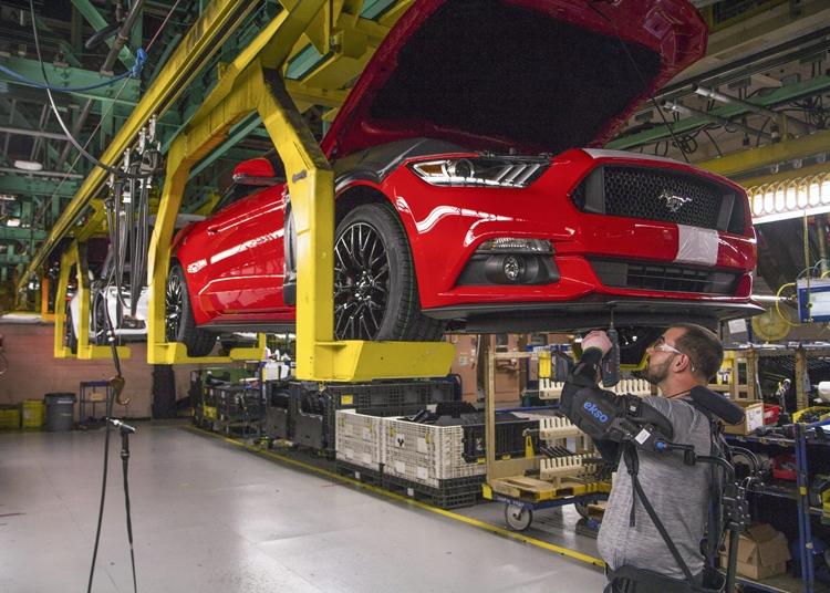 """Ford начинает массовое внедрение экзоскелетов на своих предприятиях"""""""