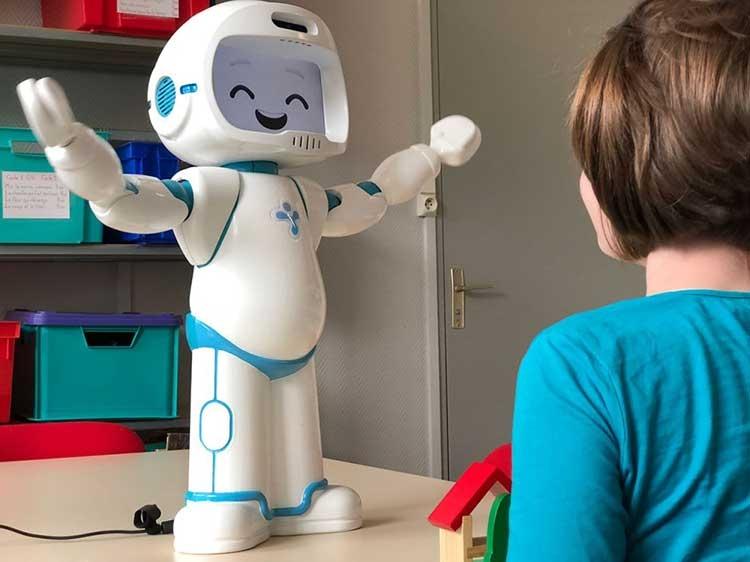"""Робот QTrobot поможет общаться с детьми с аутизмом"""""""