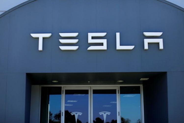 Tesla сумеет выпускать до8000 электромобилей Model 3 внеделю, считают специалисты