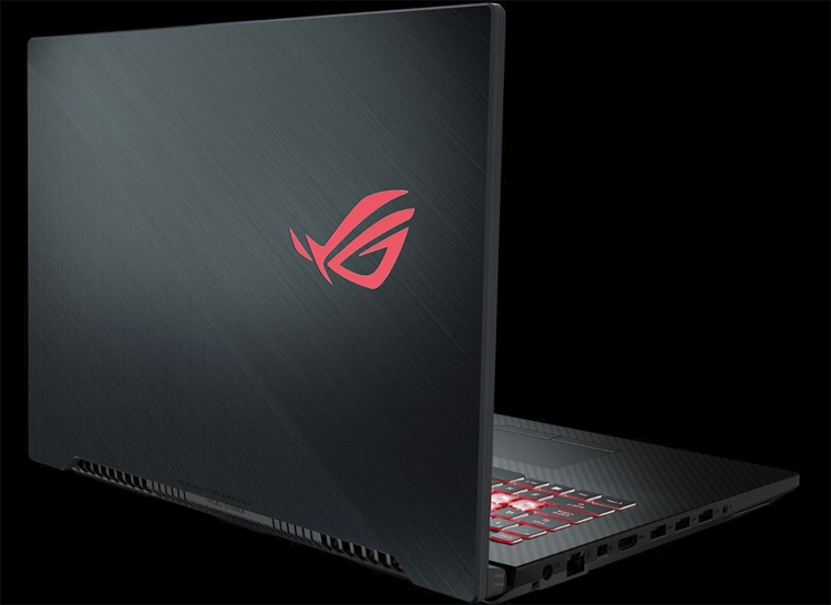 """Игровой 17-дюймовый ноутбук ASUS ROG Strix Scar II GL704 весит менее 3 кг"""""""