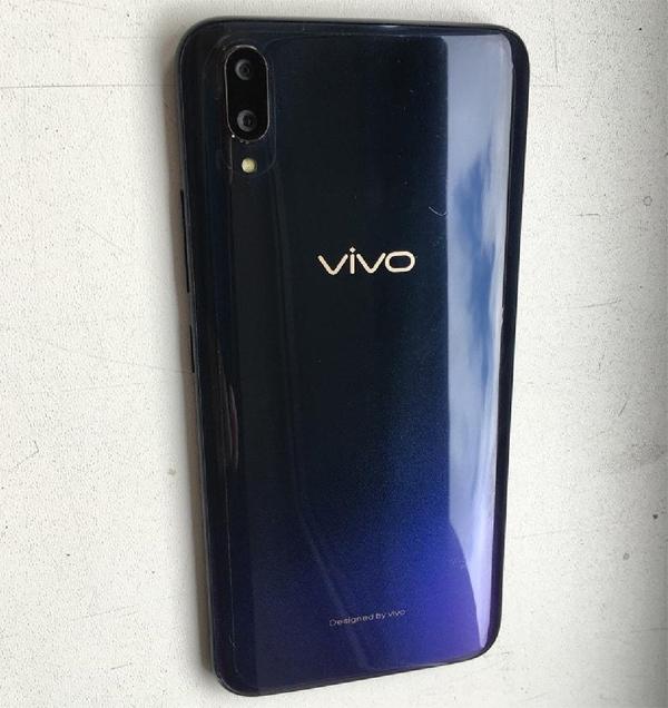 """Рассекречен смартфон Vivo V11: двойная камера и экранный сканер отпечатков"""""""