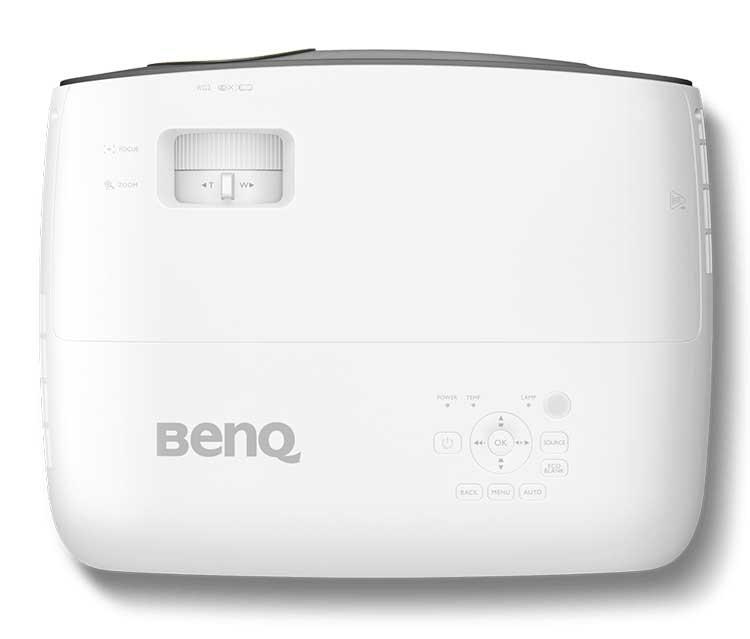 """Проектор для дома BenQ W1700 назван лучшей покупкой 2018 года"""""""