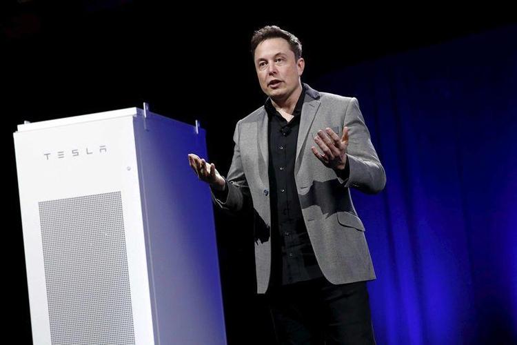 Илон Маск анонсировал электрокар Tesla поцене 2-х «Логанов»