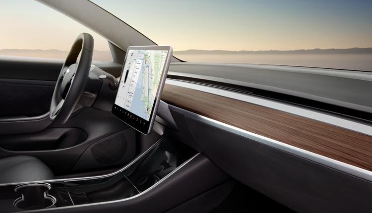 """Электромобили Tesla научатся воспроизводить видеоматериалы"""""""