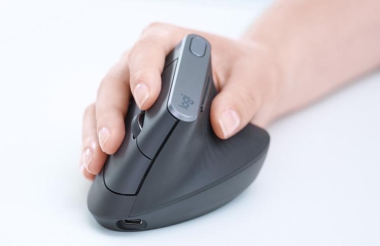 """Logitech выпустила мышь с вертикальной конструкцией"""""""
